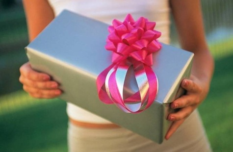Сложно ли «раскрутить» мужчину на нужный подарок?